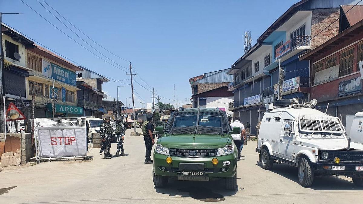 Two civilians, two cops killed in Sopore militant attack