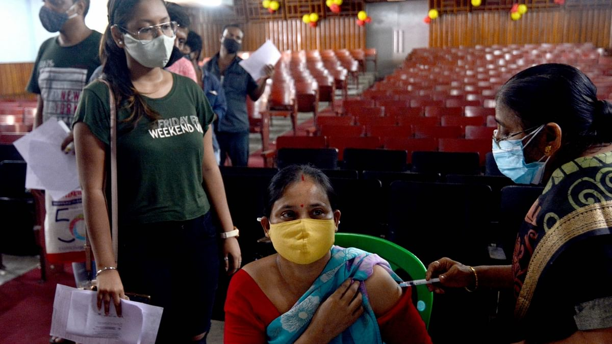 India logs 1,183 COVID-19 deaths, 48,698 new cases of infection