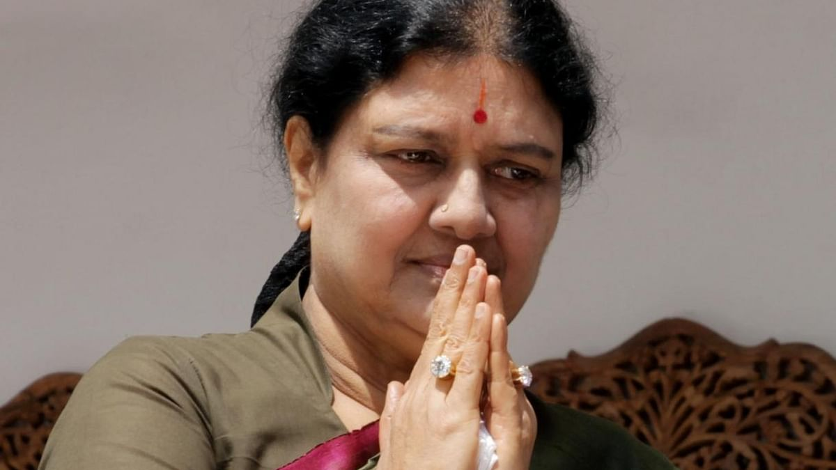 AIADMK expels 9 party functionaries over support to Sasikala