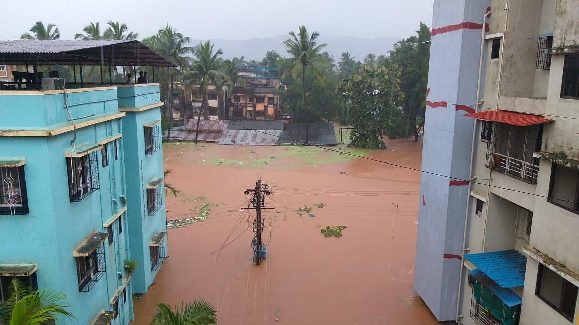 4 killed as rains pound Maharashtra, thousands marooned in coastal areas