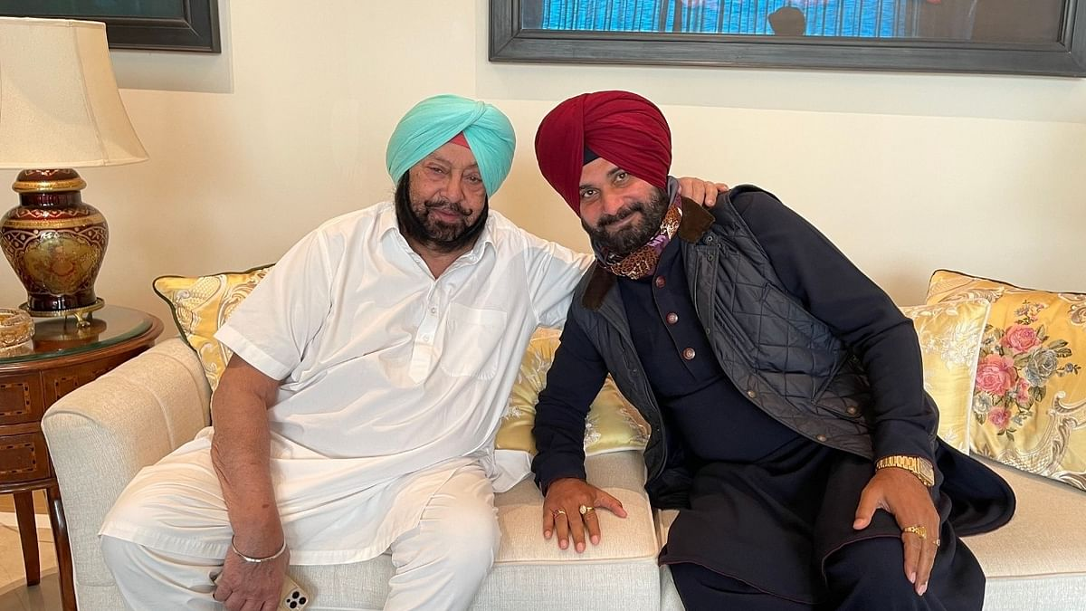 Amarinder and Sidhu bury hatchet, hint at bigger battles