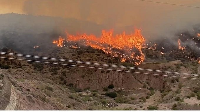 2 US firefighters killed while battling wildfire