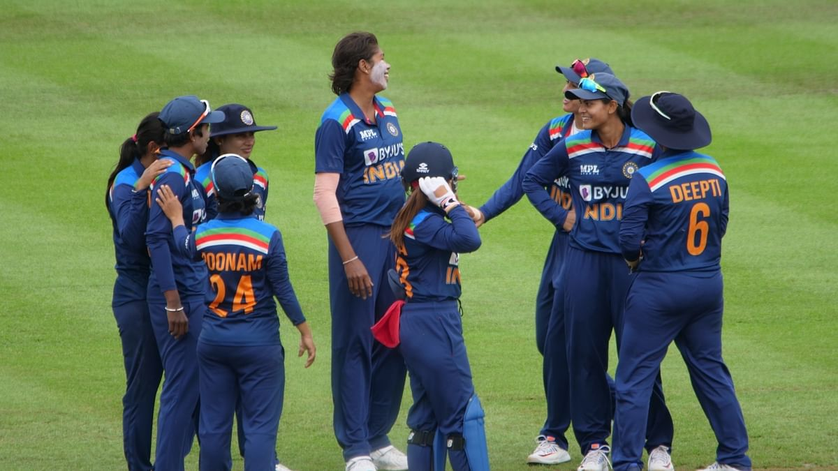3rd ODI: Indian women bowl out England for 219