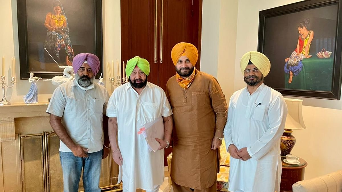 Punjab CM meets Sidhu, sets up panel for coordination ahead of polls