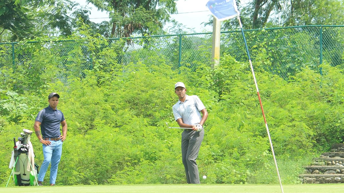 Veer Ahlawat fires 10-under 62, emerges leader by seven shots on rain-hit second day