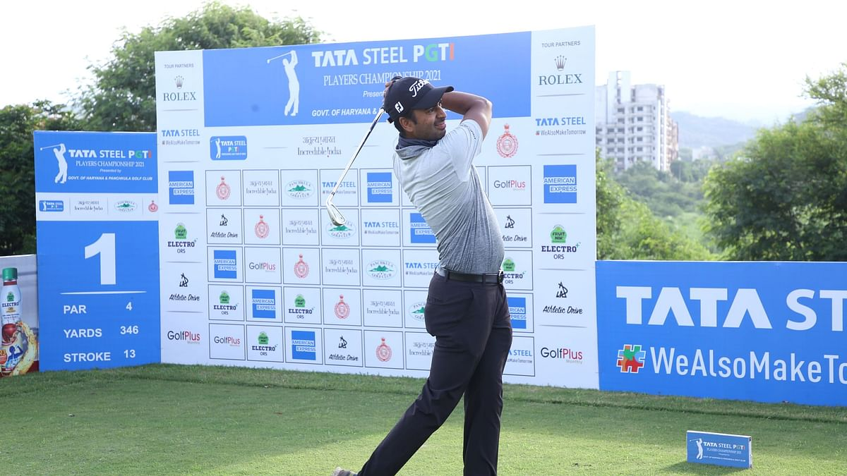 Yashas Chandra  fires 65  to take the solo lead  after first round at PGTI Players Championship
