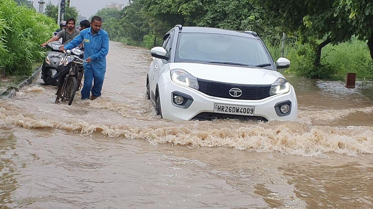 Heavy rains lash Delhi-NCR, record breached