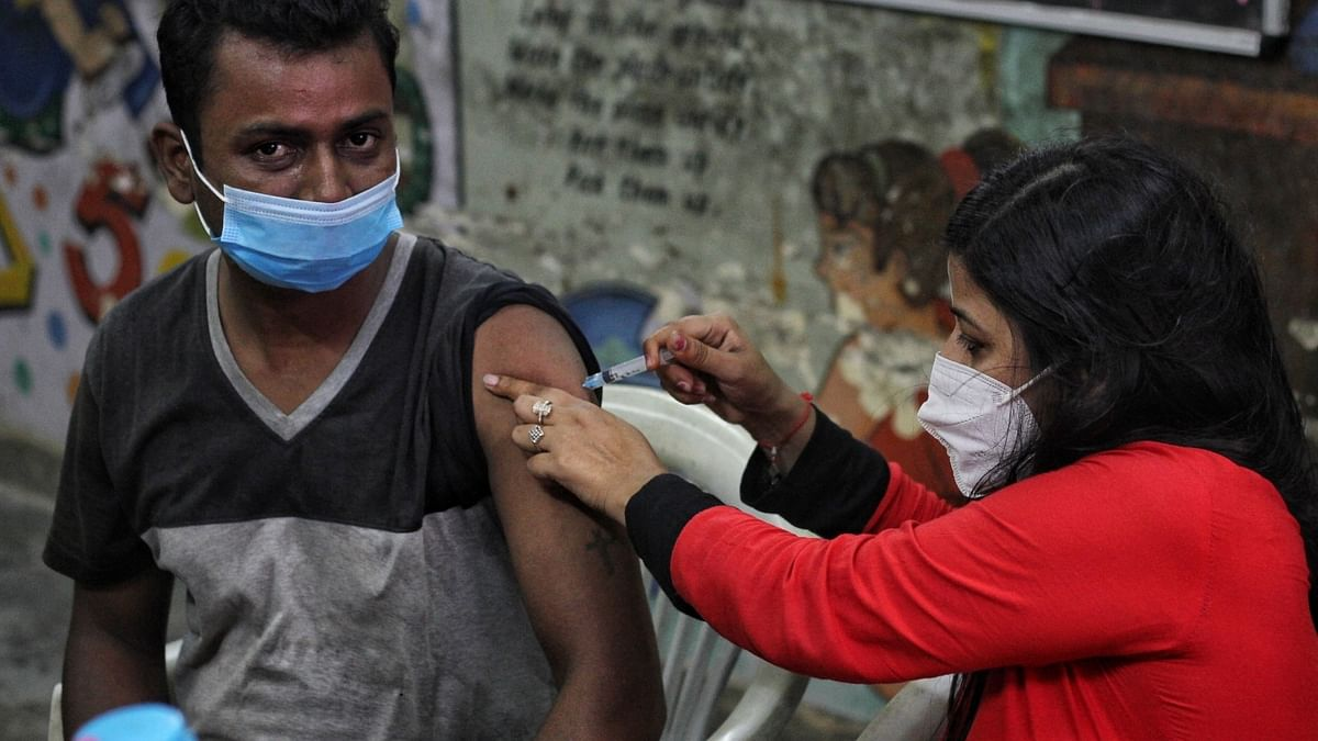 India reports 330 COVID-19 deaths, 42,618 new cases of infection in last 24 hours