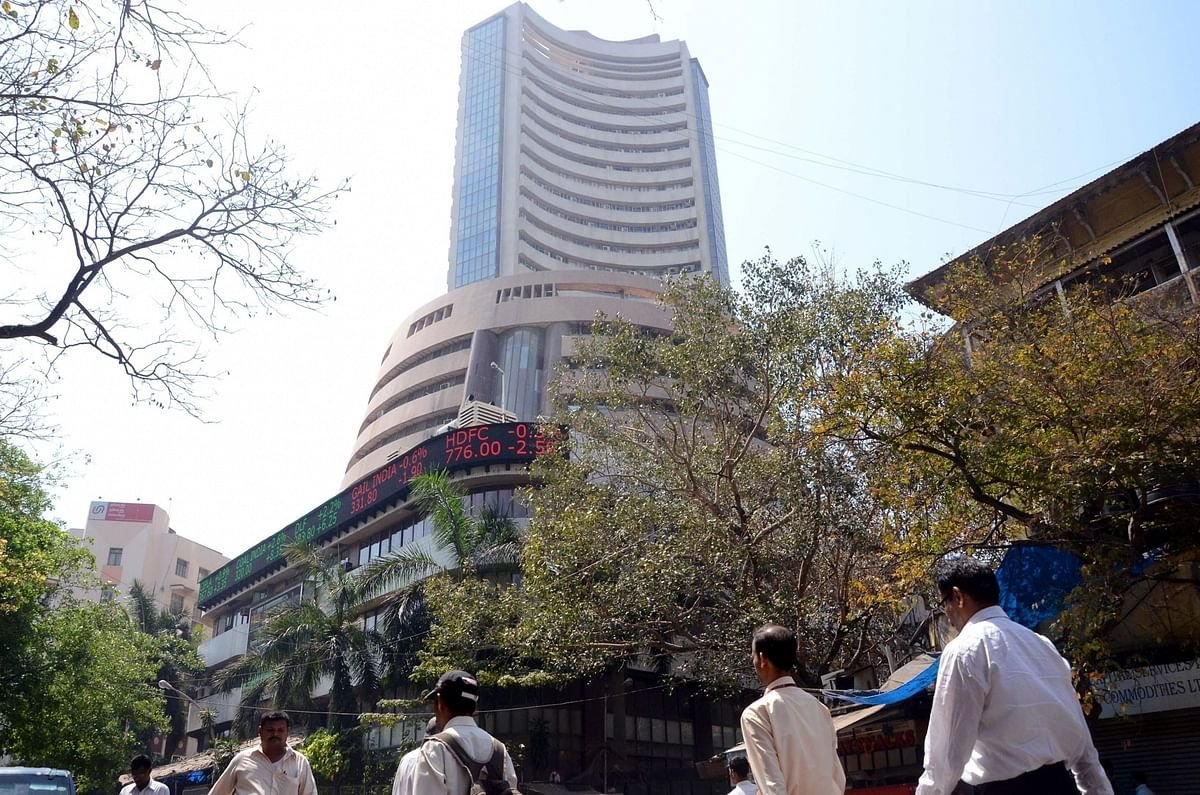 Lower oil prices lift equity indices, Sensex up over 550 points