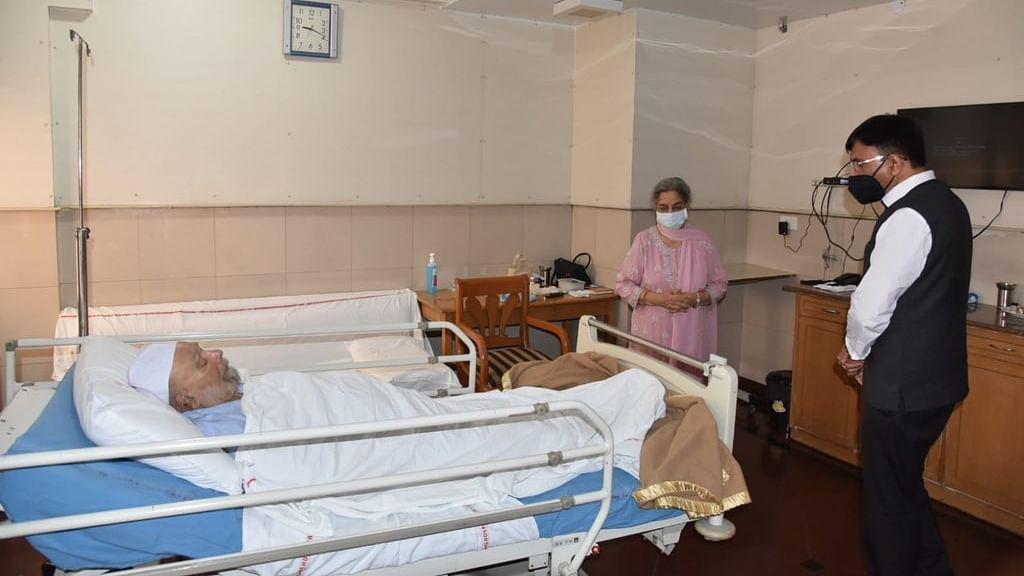 Health Minister Mandaviya visits Manmohan Singh at AIIMS