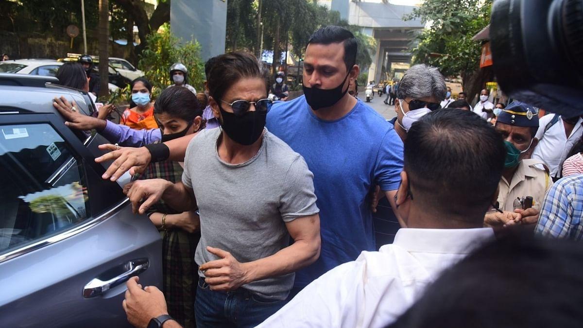 Ahead of HC bail plea, Shah Rukh Khan meets his son Aryan in Arthur Road Jail