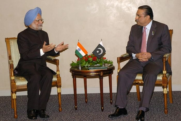 PM tells Zardari to act against terror,  two to meet again in Egypt in July