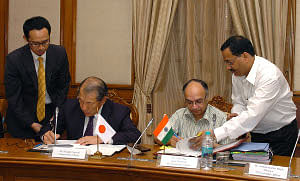 Dr. Alok Sheel, Joint Secretary, Economic Affairs, and Japanese Ambassador Hideaki Domichi signing the Exchange of Notes for JICA ODA Loan FY 2009 Package with Government of Japan, in New Delhi on March 29, 2010.