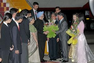 PM reaches Hanoi on last leg of three-nation tour