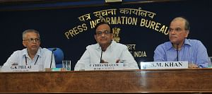Union Home Minister, Shri P. Chidambaram holding a press conference to present the Report Card of the Ministry of Home Affairs for the month of March, 2011, in New Delhi on April 01, 2011. Union Home Secretary, G.K. Pillai and the Director General (M&C), Press Information Bureau, S.M. Khan are also seen.