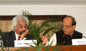 Union Minister of Railways Dinesh Trivedi and Prime Minister's Adviser Sam Pitroda at a press conference to announce the setting up of an expert group for modernization of Indian Railways, in New Delhi on September 21, 2011.