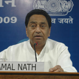 MP political crisis: 20 ministers resign to give Kamal Nath free hand