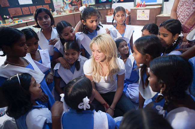 UNICEF Goodwill Ambassador singer Shakira with  a group of poor  adolescent girls  to talk about  educating and empowering girls to break the cycle of poverty and inequity – nationally and globally in Udaipur on November 16, 2011. UNI PHOTO