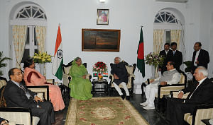 Vice President M Hamid Ansari meeting Bangladesh Prime Minister Sheikh Hasina, at Agartala on January 11, 2012. Tripura Governor  D.Y. Patil and Union Minister for Human Resource Development Kapil Sibal are also seen.