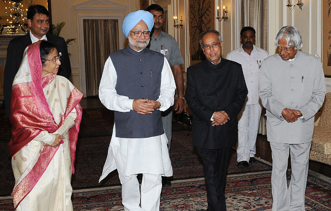 Prime Minister Manmohan Singh and former President A.P.J. Abdul Kalam at the dinner hosted by him in honour of the outgoing President Pratibha Patil and President-elect Pranab Mukherjee, in New Delhi on July 23, 2012.