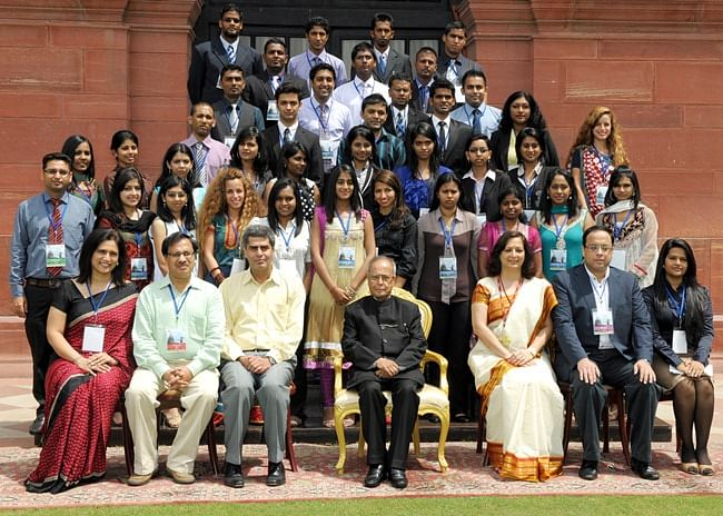 President  Pranab Mukherjee with participants of the 21st Know India Programme for Diaspora Youth at Rashtrapati Bhavan, in New Delhi on September 7, 2012