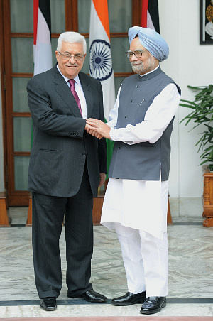 Prime Minister Manmohan Singh meeting the President of the Palestine National Authority, Mr. Mahmoud Abbas, in New Delhi on September 11, 2012.