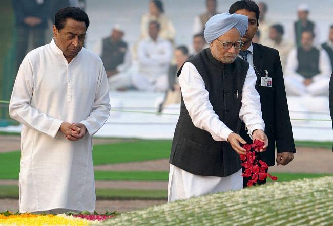 Prime Minister Manmohan Singh paying homage at the