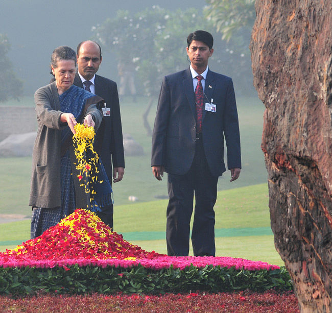 United Progressive Alliance chairperson Sonia Gandhi offering floral tributes at the