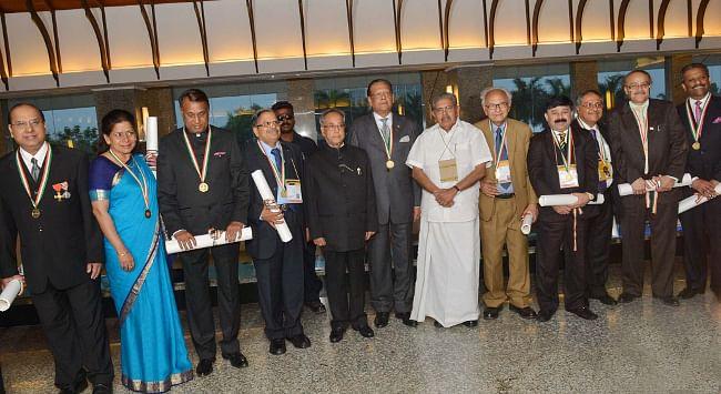 President Pranab Mukherjee with the Pravasi Bharatiya Samman Awardees, at the valedictory function of the 11th Pravasi Bharatiya Divas, in Kochi, Kerala on January 9, 2013. Union Minister for Overseas Indian Affairs Vayalar Ravi is also seen.