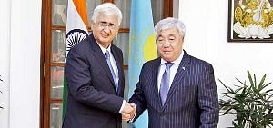 External Affairs Minister with Kazakhstan Foreign Minister Yerlan Idrissov in New Delhi on March 5, 2013.