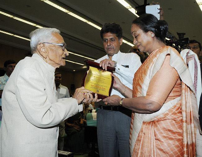 Lok Sabha Speaker Meira Kumar presenting the Lifetime Achievement Award to veteran lensman Pranlal Patel at the 2nd National Photo Awards 2011-12 in New Delhi on March 28, 2013.