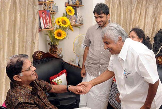 Kerala Chief Minister Oommen Chandy visiting convalescing Malayalam film actor Jagathy Sreekumar in Thiruvananthapuram on April 26, 2013.
