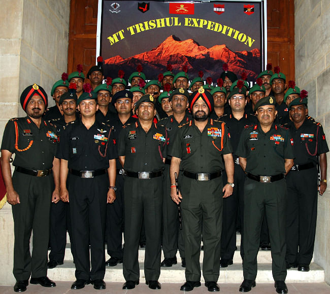 Chief of Army Staff General Bikram Singh flagged in the Army Mount Trishul expedition, in New Delhi on June 19, 2013. Southern Army Commander, Lieutenant General Gyan Bhushan is also seen.