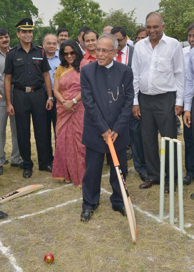 President Pranab Mukherjee inaugurating a cricket ground at Dr. Rajendra Prasad Sarvodaya Vidyalaya, President's Estate, in New Delhi on July 25, 2013.