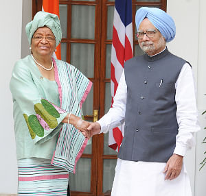 Prime Minister Manmohan Singh meeting Liberian President Ellen Johnson Sirleaf, in New Delhi on September 11, 2013.