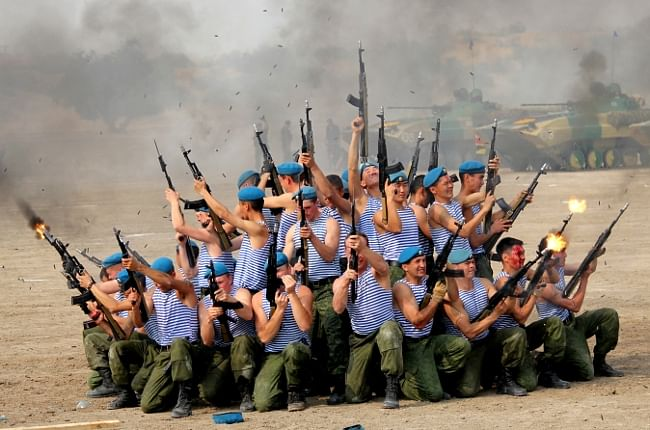 Russian troops displaying unarmed combat skills at the closing ceremony of joint India-Russia military training exercise in Rajasthan on October 26, 2013