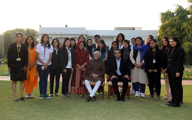 Vice-President M Hamid Ansari with a delegation of college students from South Mumbai, Maharashtra who called on him in New Delhi, on December 11 2013. Minister of State for Communications & Information Technology and Shipping Milind Deora is also seen.