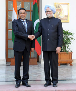 Prime Minister Manmohan Singh meeting Maldives President Abdulla Yameen Abdul Gayoom, in New Delhi on January 2, 2014.