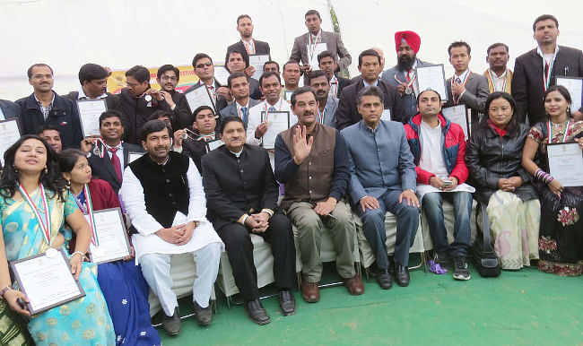 Minister for Youth Affairs & Sports Jitendra Singh and Minister for Information & Broadcasting Manish Tewari with National Youth Awardees, at the inaugural function of the 18th National Youth Festival, at Ludhiana, Punjab on January 12, 2014.