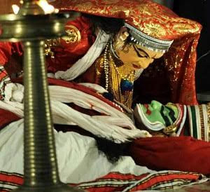 'Single anklet' once again chimes on Kathakali stage