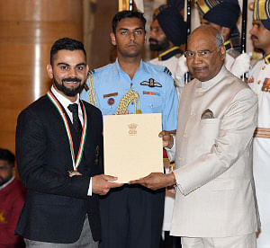 President Ram Nath Kovind presenting the Rajiv Gandhi Khel Ratna Award, 2018 to cricketer Virat Kohli at a ceremony in Rashtrapati Bhavan, in New Delhi on September 25, 2018