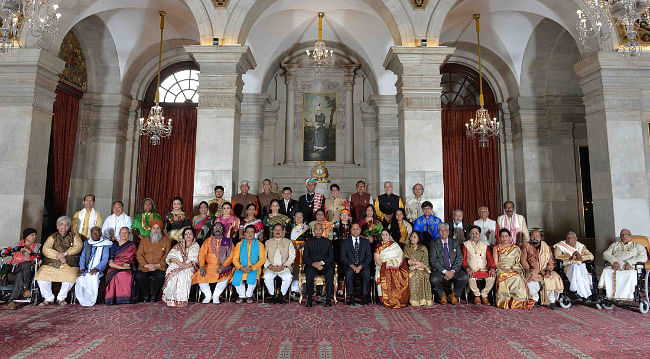 Kovind presents Sangeet Natak Akademi Awards 2017 to 42 artistes