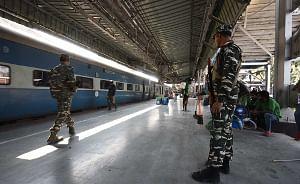 Railways plan to add 4 lakh berths by leaving power cars