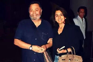 Rishi Kapoor and Neetu Singh on their arrival from New York, at the Mumbai airport on September 10, 2019. (Photo: Twitter)