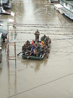 Army personnel rescuing people in flood affected areas of Rajasthan. (Photo: IANS)