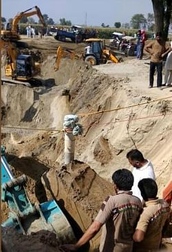 2-year-old boy trapped in TN borewell dies, body taken out
