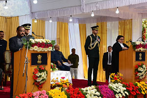 Jammu and Kashmir High Court Chief Justice Geeta Mittal administering the oath of office to Girish Chandra Murmu as the first Lieutenant Governor of the newly-formed Union Territory of Jammu and Kashmir at Raj Bhavan in Srinagar on October 31, 2019. (Photo: IANS)