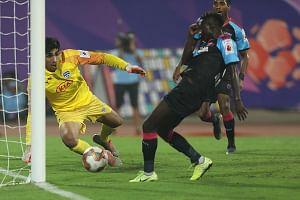 Football ISL: Juanan fires Bengaluru to the top