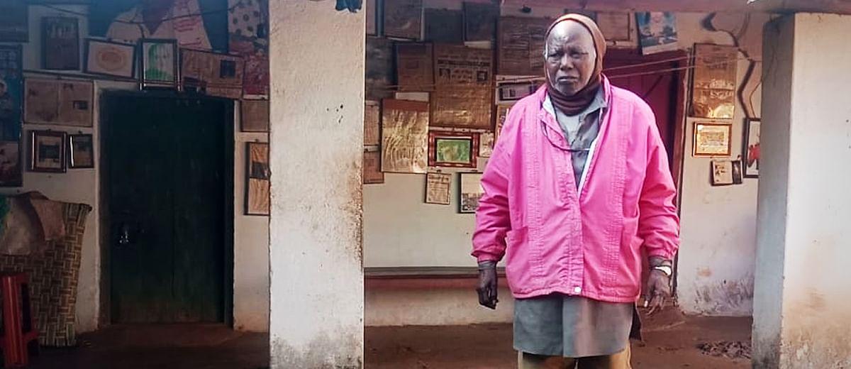 पद्मश्री सिमोन उरांव की पोती घर चलाने के लिए कर रही है झाड़ू-पोछा