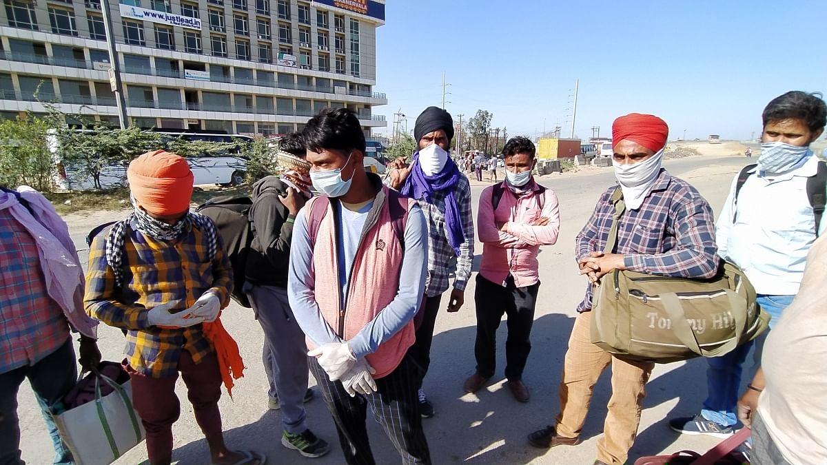 कानपुर से अमृतसर के लिए निकला मजदूरों का झुण्ड